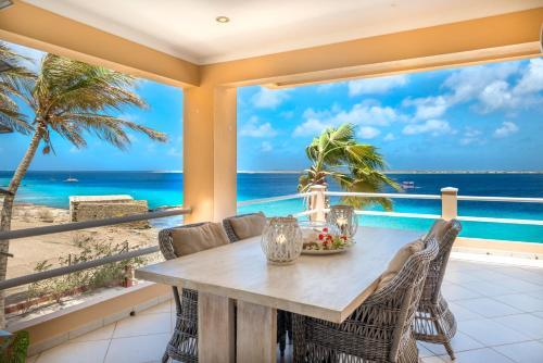 den laman Bonaire terrace