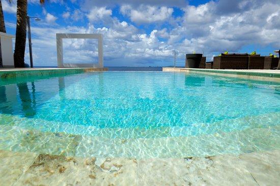 the-bonairian-pool
